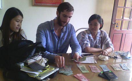 Du khach My viet thu cam on Cong an Quang Binh - Anh 1
