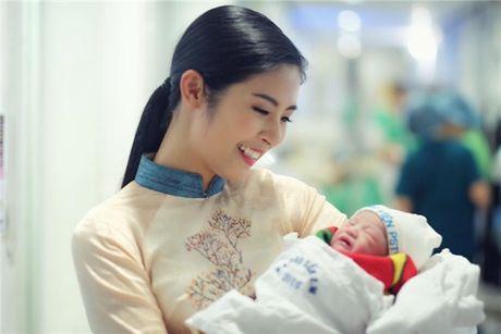 Nguoi mau Hong Que sinh con gai dau long nhung van giau cha dua be - Anh 4