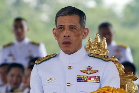 Thai Lan de tang Quoc vuong Bhumibol Adulyadej mot nam, treo co ru mot thang - Anh 3