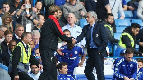 HLV Mourinho that the khi doi dau Klopp - Anh 5