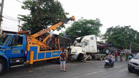 'Hung than' container dam sap nhieu nha dan vao rang sang - Anh 2