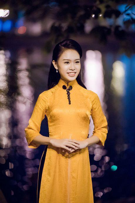 Dien ao dai la mat, 'nguoi dep truyen thong' Ngoc Van bi vay kin o su kien - Anh 4