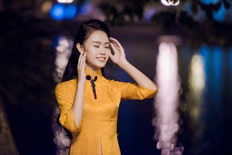 Dien ao dai la mat, 'nguoi dep truyen thong' Ngoc Van bi vay kin o su kien - Anh 5