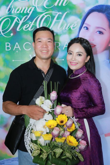 Xa thu Hoang Xuan Vinh sanh vai cung nu ca si Bach Tra - Anh 2