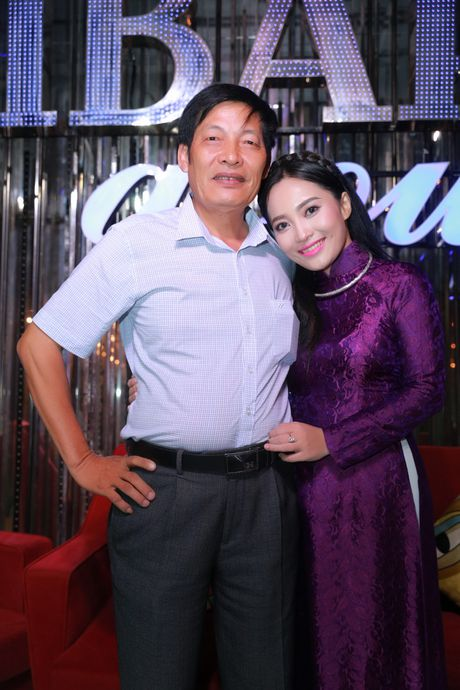 Xa thu Hoang Xuan Vinh sanh vai cung nu ca si Bach Tra - Anh 4