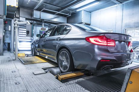 'Dot nhap' nha may chu luc che tao BMW 5 Series 2017 - Anh 17