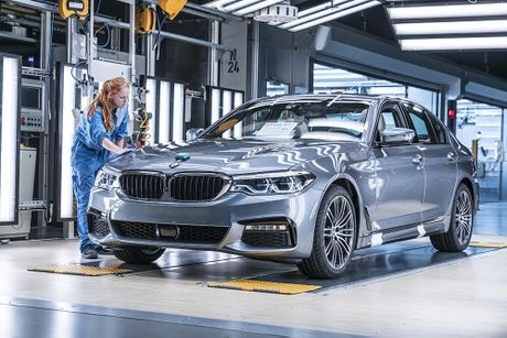 'Dot nhap' nha may chu luc che tao BMW 5 Series 2017 - Anh 18