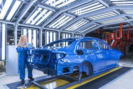 'Dot nhap' nha may chu luc che tao BMW 5 Series 2017 - Anh 7
