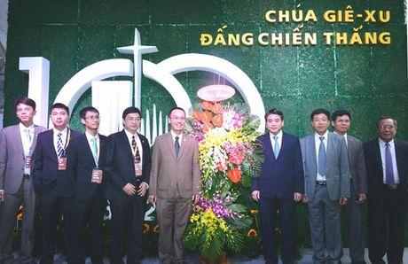 Chu tich UBND TP Nguyen Duc Chung chuc mung Hoi Thanh Tin Lanh Ha Noi - Anh 2