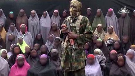 Phien quan Hoi giao Boko Haram tra tu do cho 21 nu sinh lang Chibok - Anh 1
