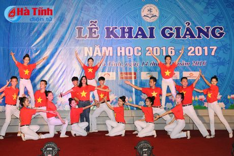 Gan 7.000 SV Dai hoc Ha Tinh buoc vao nam hoc 2016-2017 - Anh 3