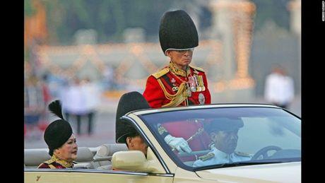 Cuoc doi Duc vua Thai Lan Bhumibol Adulyadej qua anh - Anh 11