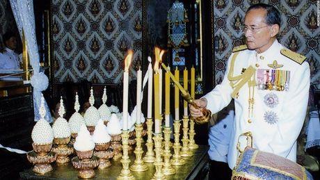 Cuoc doi Duc vua Thai Lan Bhumibol Adulyadej qua anh - Anh 12