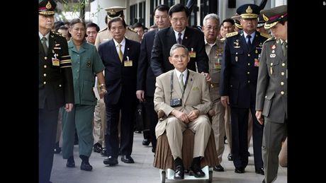 Cuoc doi Duc vua Thai Lan Bhumibol Adulyadej qua anh - Anh 13