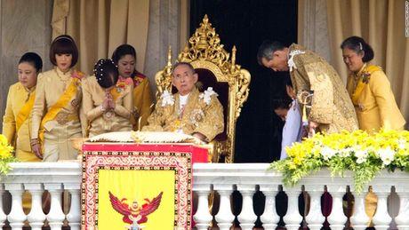 Cuoc doi Duc vua Thai Lan Bhumibol Adulyadej qua anh - Anh 14