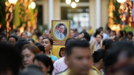 Cuoc doi Duc vua Thai Lan Bhumibol Adulyadej qua anh - Anh 16