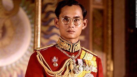 Cuoc doi Duc vua Thai Lan Bhumibol Adulyadej qua anh - Anh 1
