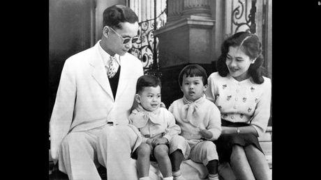 Cuoc doi Duc vua Thai Lan Bhumibol Adulyadej qua anh - Anh 4