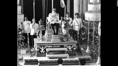 Cuoc doi Duc vua Thai Lan Bhumibol Adulyadej qua anh - Anh 8