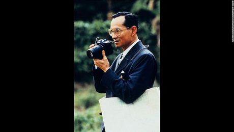 Cuoc doi Duc vua Thai Lan Bhumibol Adulyadej qua anh - Anh 9