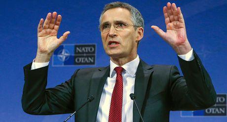 Tong thu ky NATO canh bao khong nen thu co lap Nga vi khong the - Anh 1