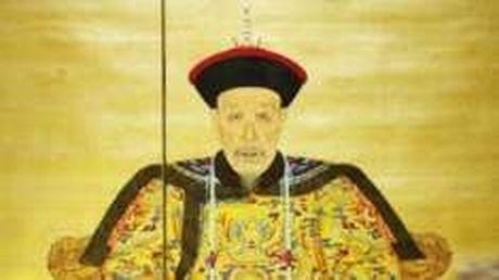 Sotheby ban dau gia sung nam vang cua Vua Can Long - Anh 2