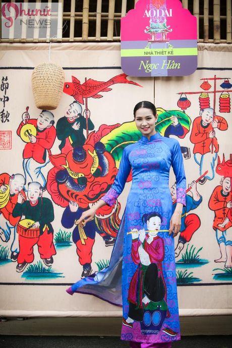 Ngoc Han thuot tha trong chiec ao dai tu thiet ke tai Festival Ao dai - Anh 11