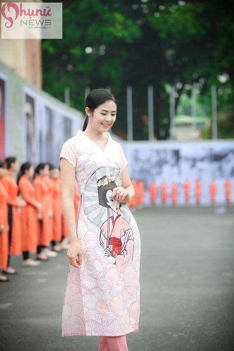 Ngoc Han thuot tha trong chiec ao dai tu thiet ke tai Festival Ao dai - Anh 2