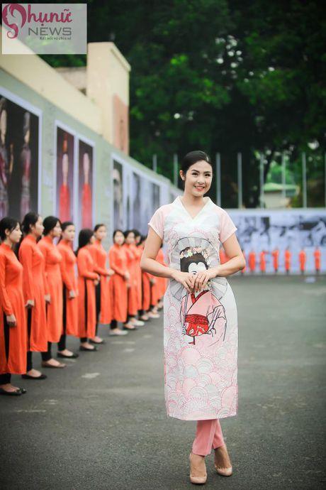 Ngoc Han thuot tha trong chiec ao dai tu thiet ke tai Festival Ao dai - Anh 4