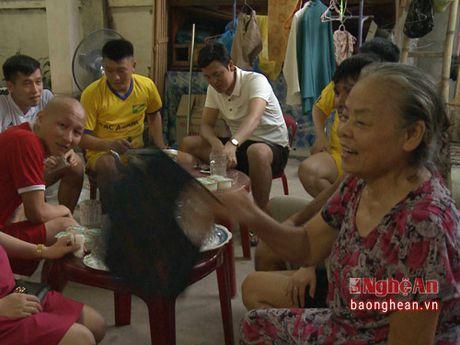 Than mau Huy Hoang qua doi vi bao benh - Anh 1