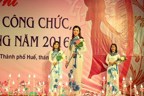 Ngam ve dep cua nu CNVC-LD thuot tha trong ta ao dai Hue - Anh 9
