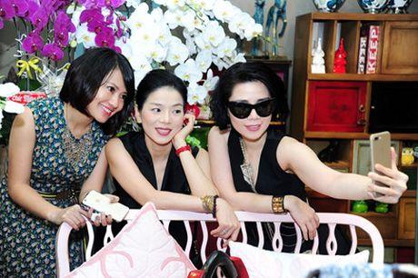 Le Quyen khoe kheo tui xach hon 300 trieu khi di su kien - Anh 4