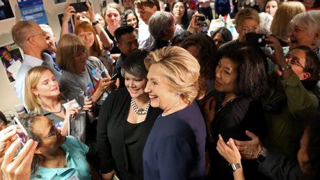 Bau cu Tong thong My 2016: Ong Trump va ba Clinton dat ky luc… luoi - Anh 1