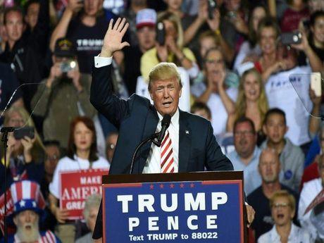 Lo video ong Trump 've van' be gai 10 tuoi - Anh 1