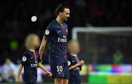 Theo chan Rooney,Ibrahimovic cho 2 con trai gia nhap MU - Anh 2