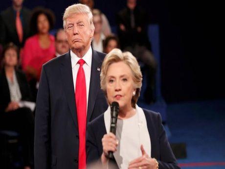 Ba Clinton: 'Ong Trump tran ap, quay roi toi' - Anh 1