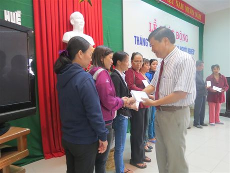 Thua Thien Hue: Tren 670 trieu ung ho 'Ngay vi nguoi ngheo' - Anh 2