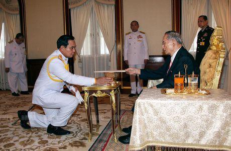 Cac doi thu tuong Thai va long ton kinh Quoc vuong Bhumibol - Anh 6