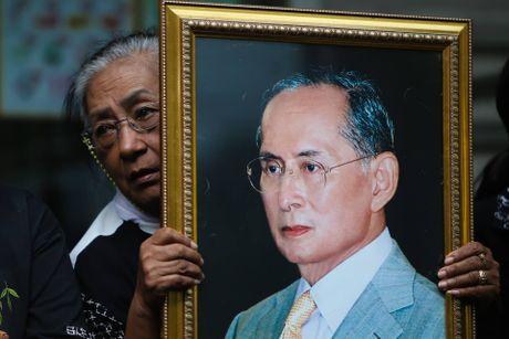 Thai Lan chim trong mau den thuong tiec Quoc vuong Bhumibol - Anh 2