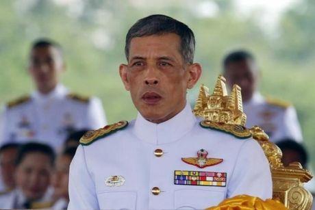 Hoang Thai tu Thai Lan Vajiralongkorn xin hoan dang co - Anh 1
