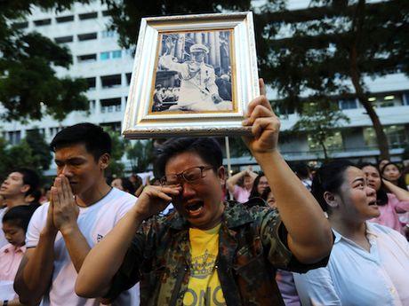 Thai Lan: Nha Vua bang ha, dat nuoc roi vao bat on? - Anh 1