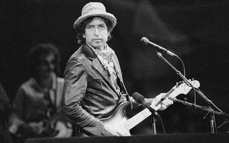 Bob Dylan pha vo gioi han cua van chuong voi giai Nobel Van hoc 2016 - Anh 1