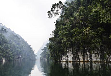 Lac vao huyen thoai giua long ho thuy dien Tuyen Quang - Anh 14