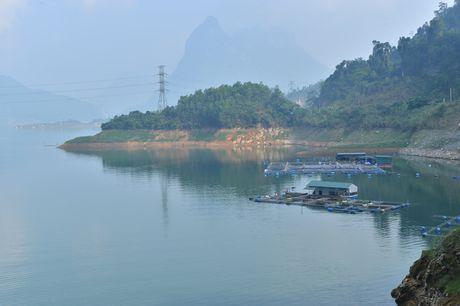 Lac vao huyen thoai giua long ho thuy dien Tuyen Quang - Anh 16