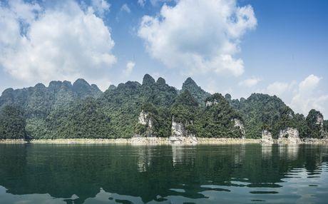 Lac vao huyen thoai giua long ho thuy dien Tuyen Quang - Anh 6