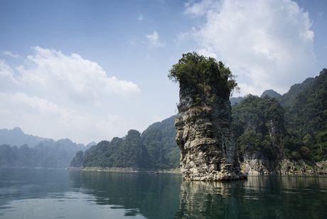 Lac vao huyen thoai giua long ho thuy dien Tuyen Quang - Anh 9