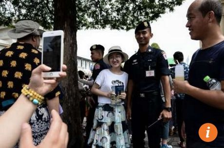 Du khach TQ duoc yeu cau cu xu dung muc khi toi Thai Lan - Anh 1