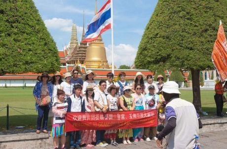 Du khach TQ duoc yeu cau cu xu dung muc khi toi Thai Lan - Anh 2