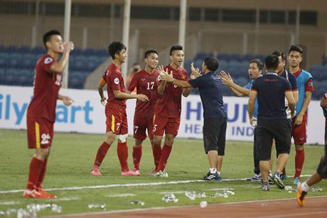 DIEM TIN SANG (15.10): Thua U19 Viet Nam, HLV Trieu Tien do loi cho thoi tiet - Anh 2