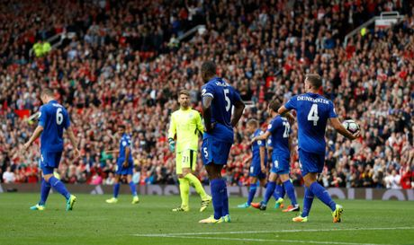 Leicester la 1 trong 2 nha vo dich khoi dau te nhat Premier League - Anh 1